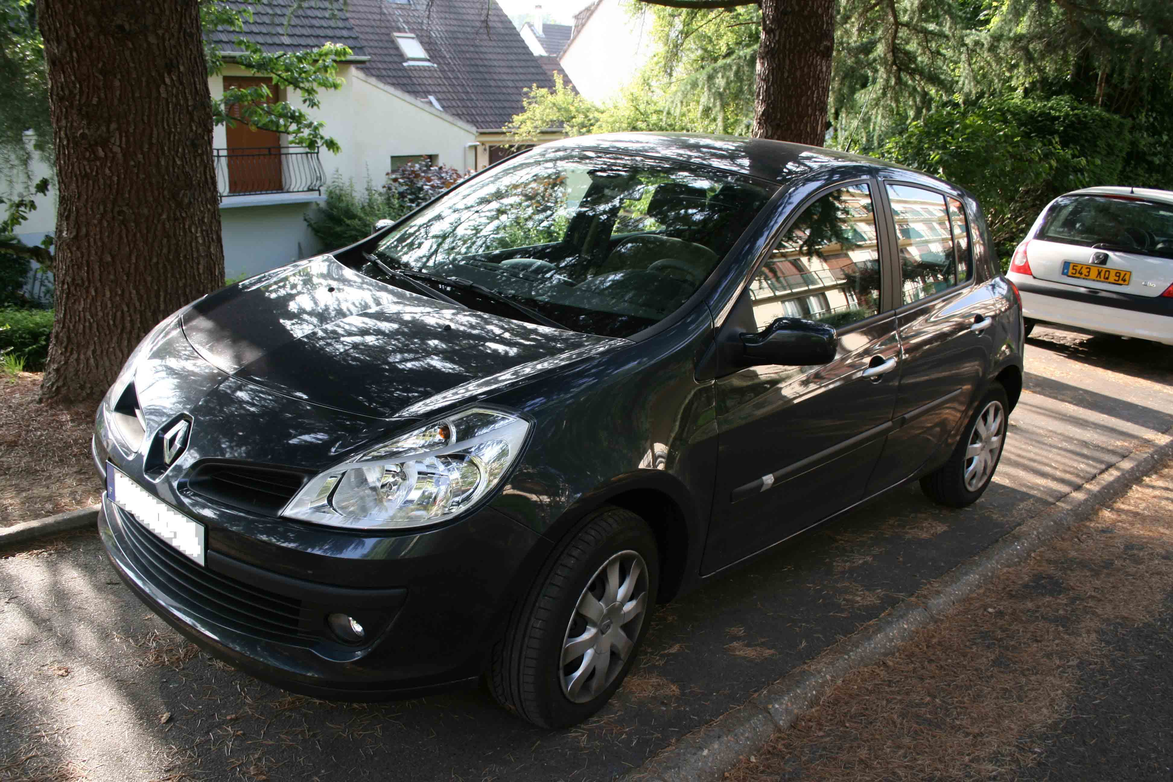 voiture occasion renault clio iii de 2007 3 400 km. Black Bedroom Furniture Sets. Home Design Ideas
