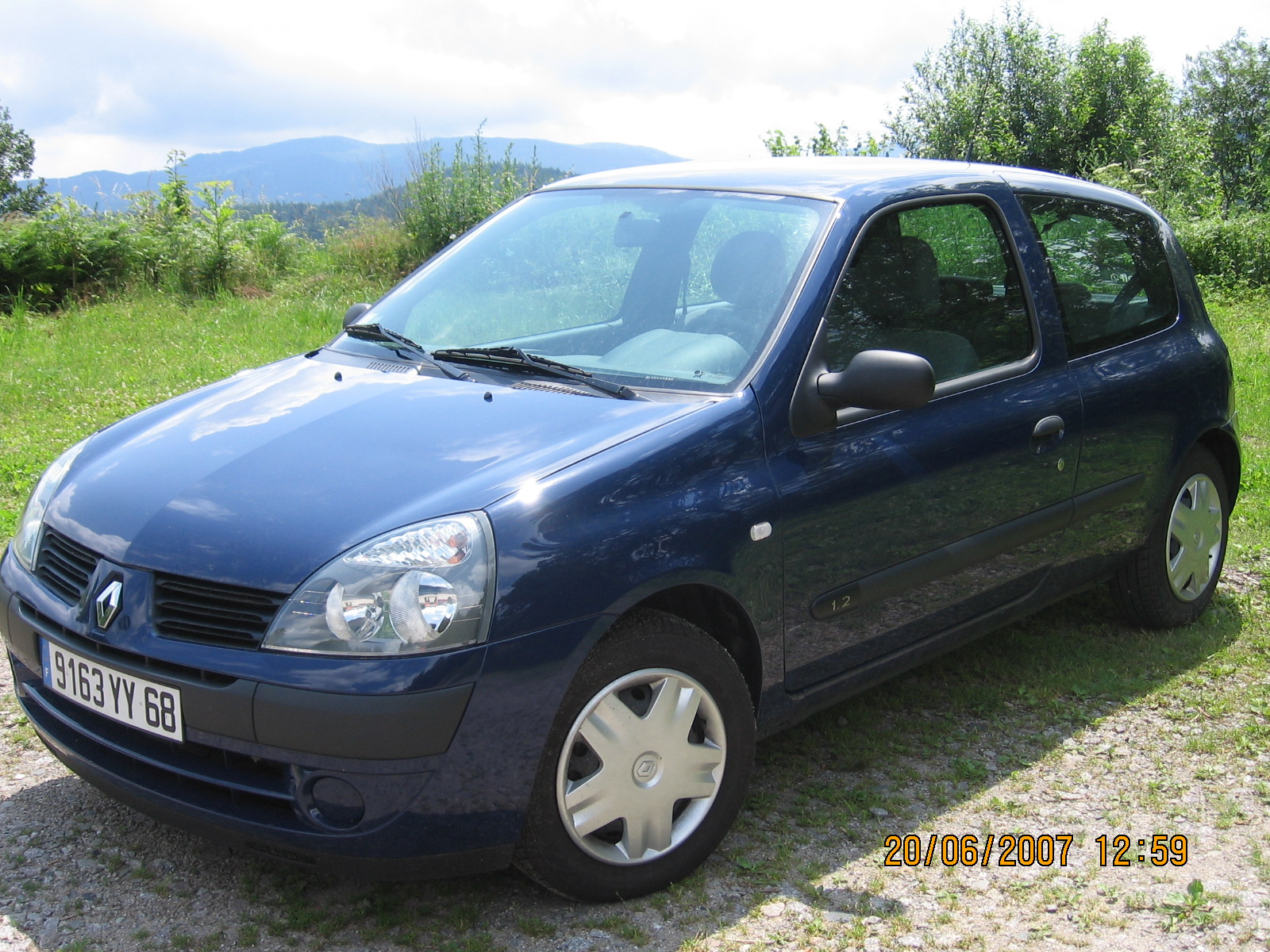 voiture occasion renault clio ii de 2006 13 000 km. Black Bedroom Furniture Sets. Home Design Ideas