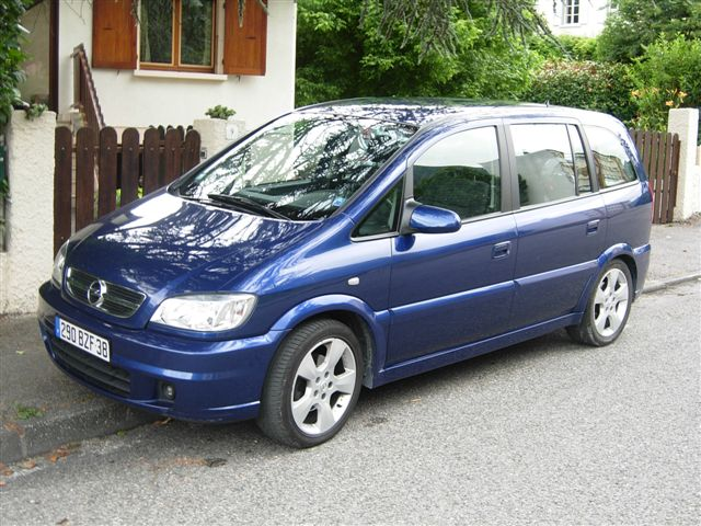 voiture occasion opel zafira de 2003 130 000 km. Black Bedroom Furniture Sets. Home Design Ideas