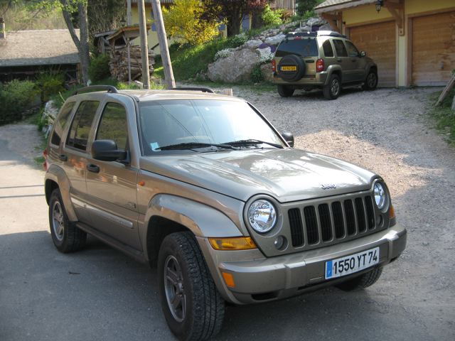 voiture occasion jeep cherokee de 2006 34 000 km. Black Bedroom Furniture Sets. Home Design Ideas
