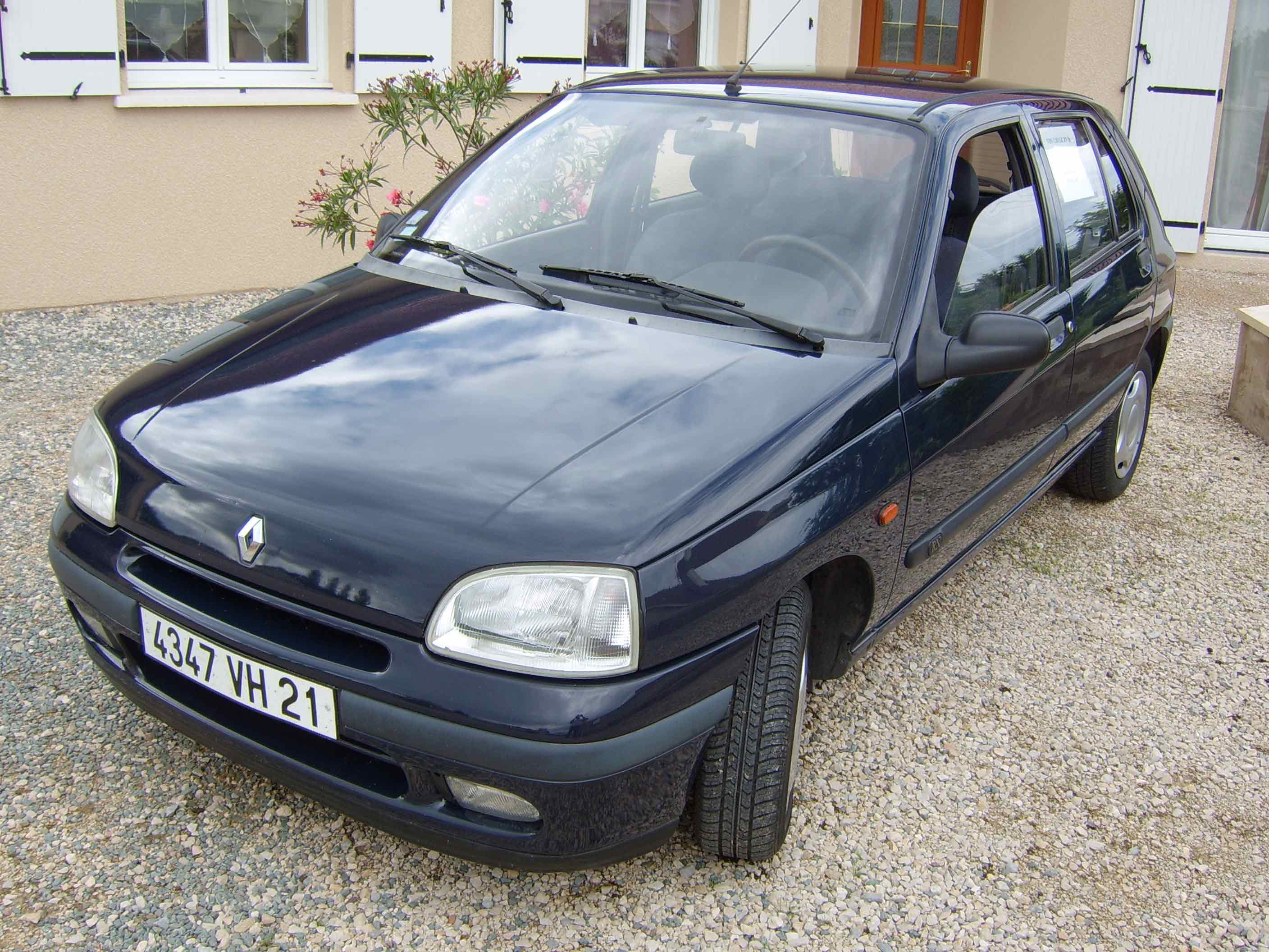 voiture occasion renault clio de 1996 151 000 km. Black Bedroom Furniture Sets. Home Design Ideas