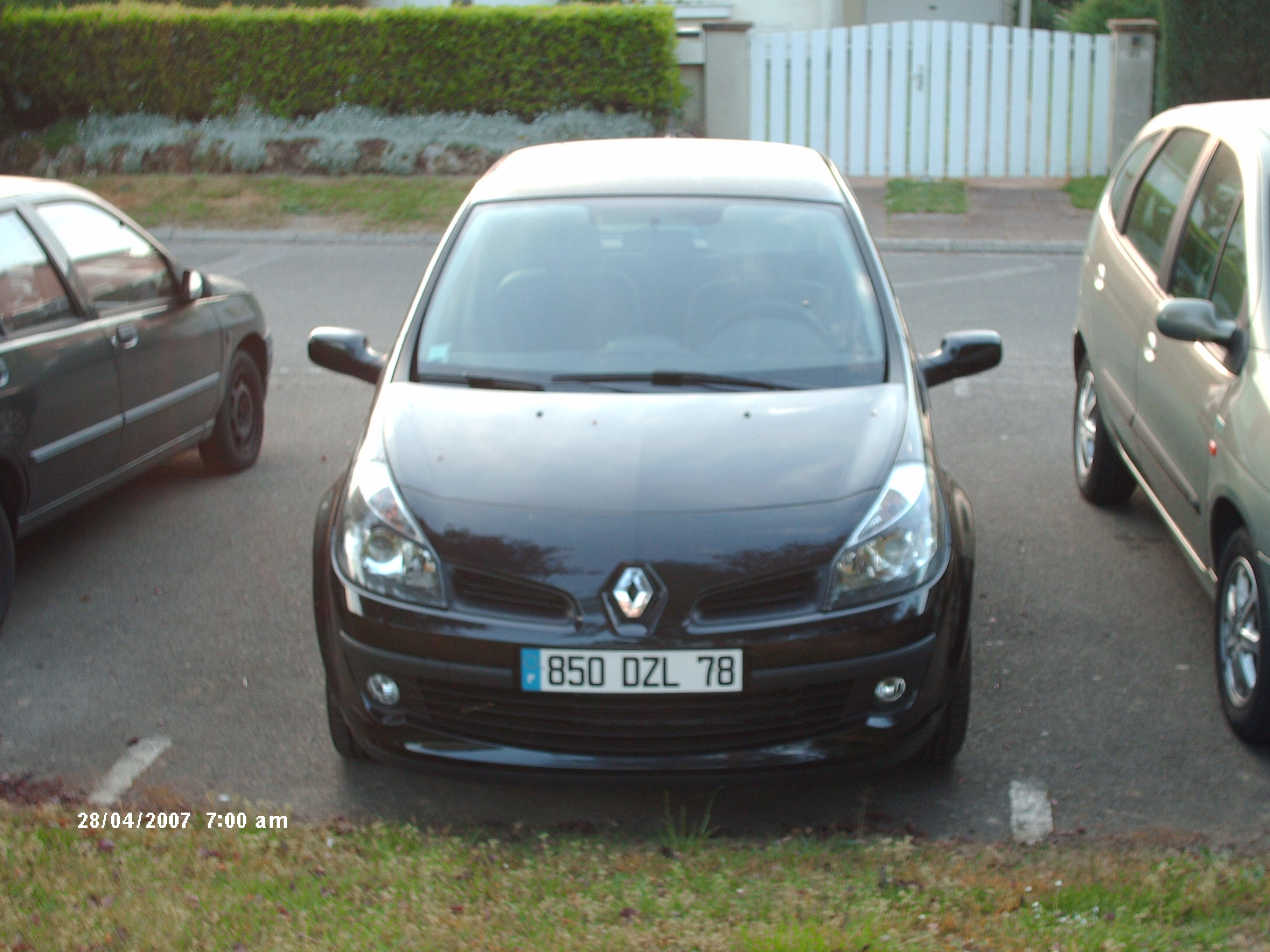 voiture occasion renault clio iii de 2006 2 500 km. Black Bedroom Furniture Sets. Home Design Ideas