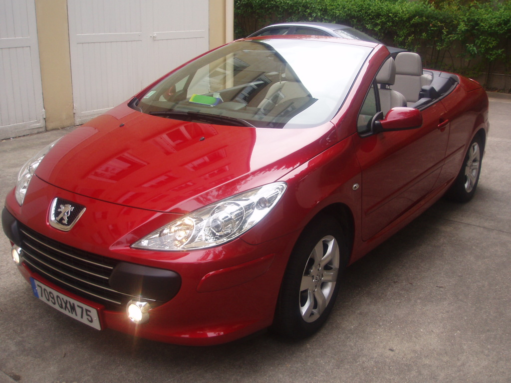 voiture occasion peugeot 307 cc de 2005 23 000 km. Black Bedroom Furniture Sets. Home Design Ideas