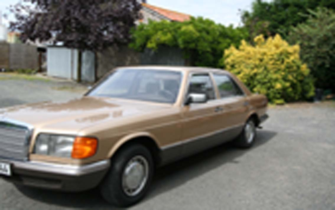 voiture occasion mercedes 280 se de 1984 264 000 km. Black Bedroom Furniture Sets. Home Design Ideas