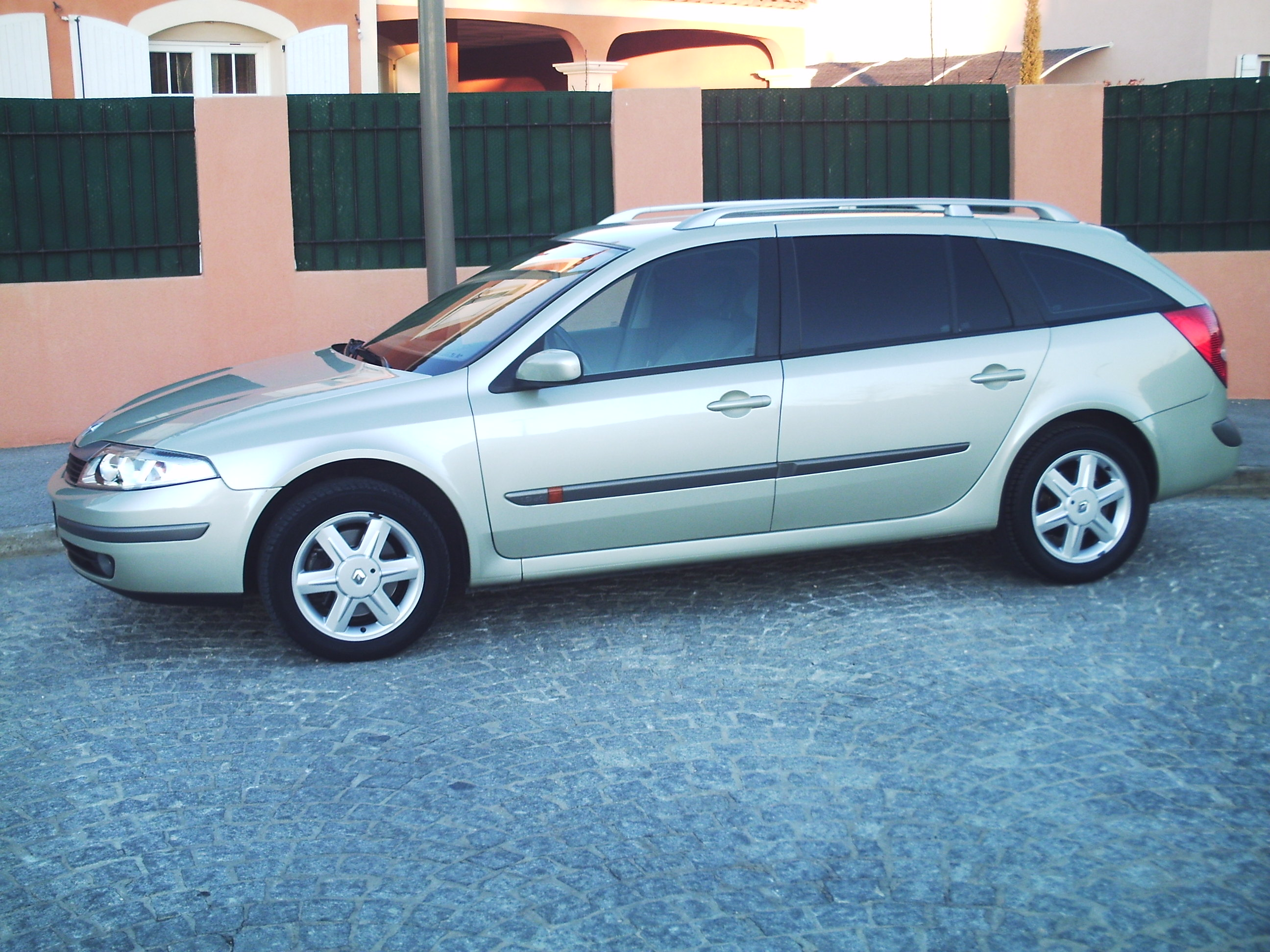 voiture occasion renault laguna ii de 2004 93 000 km. Black Bedroom Furniture Sets. Home Design Ideas