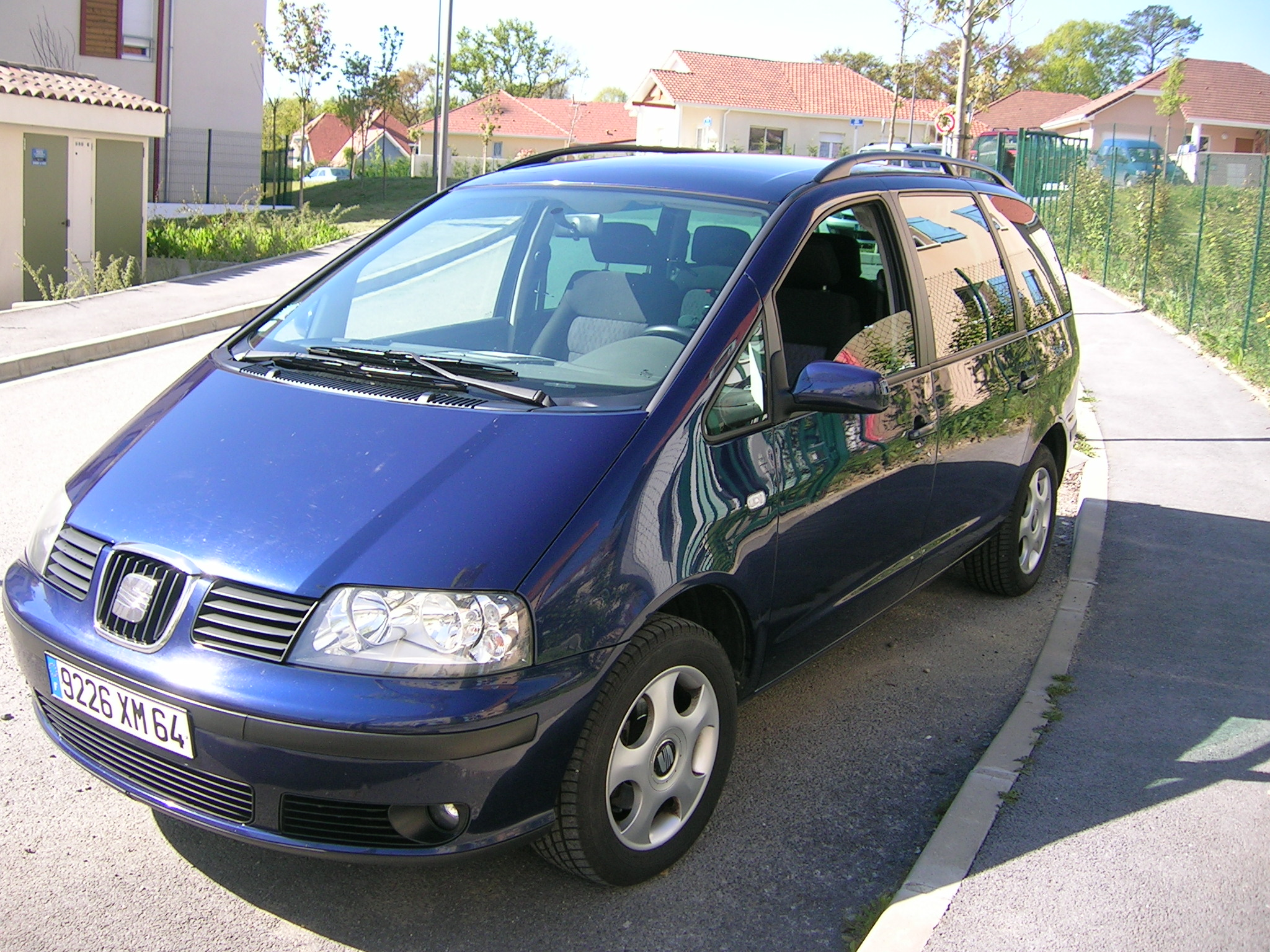 voiture occasion seat alhambra de 2001 120 500 km. Black Bedroom Furniture Sets. Home Design Ideas