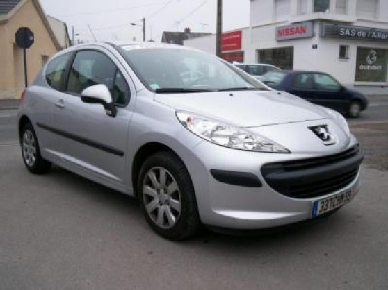 voiture occasion peugeot 207 de 2006 35 000 km. Black Bedroom Furniture Sets. Home Design Ideas