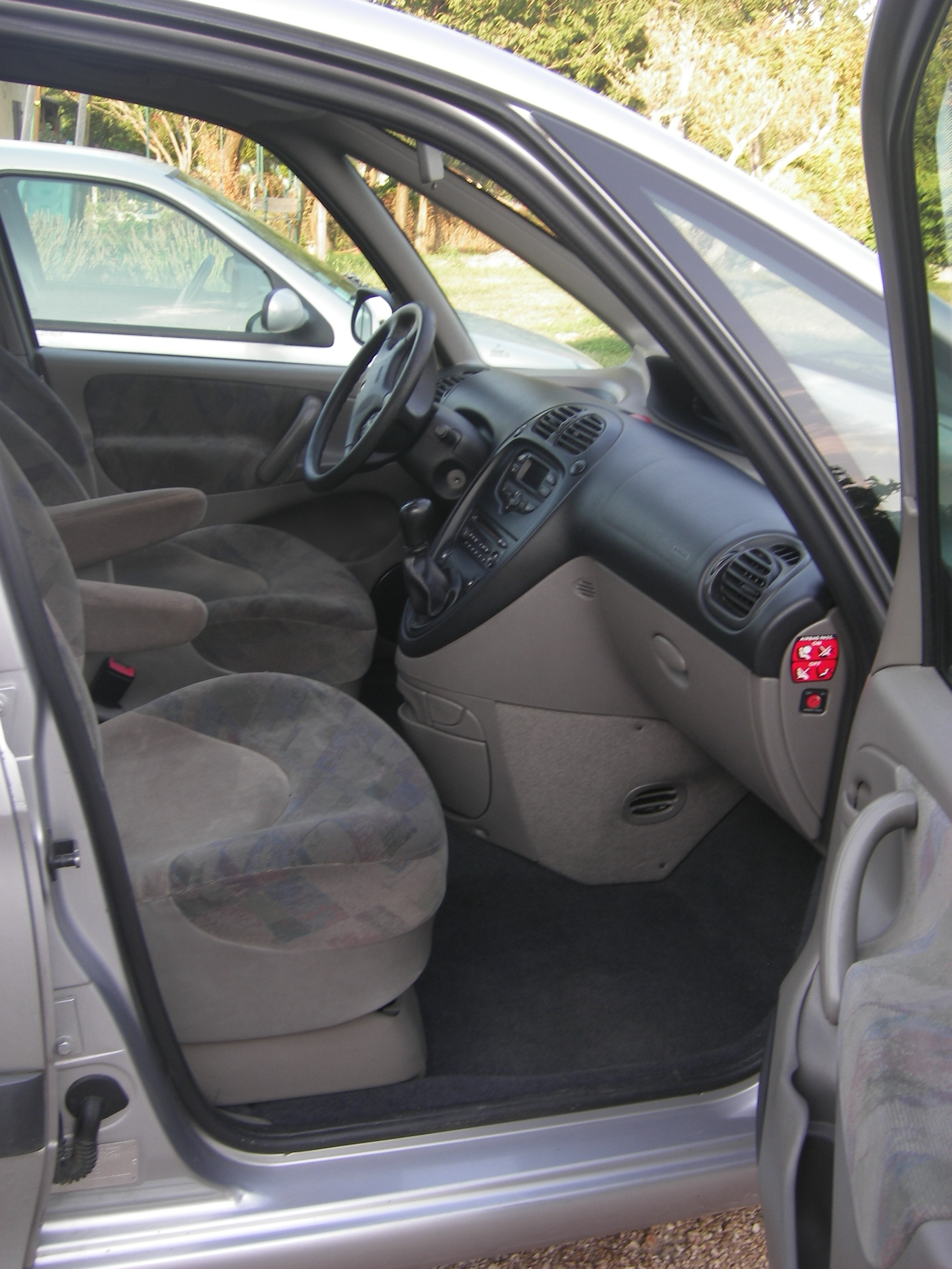 voiture occasion citroen xsara picasso de 2000 176 000 km. Black Bedroom Furniture Sets. Home Design Ideas