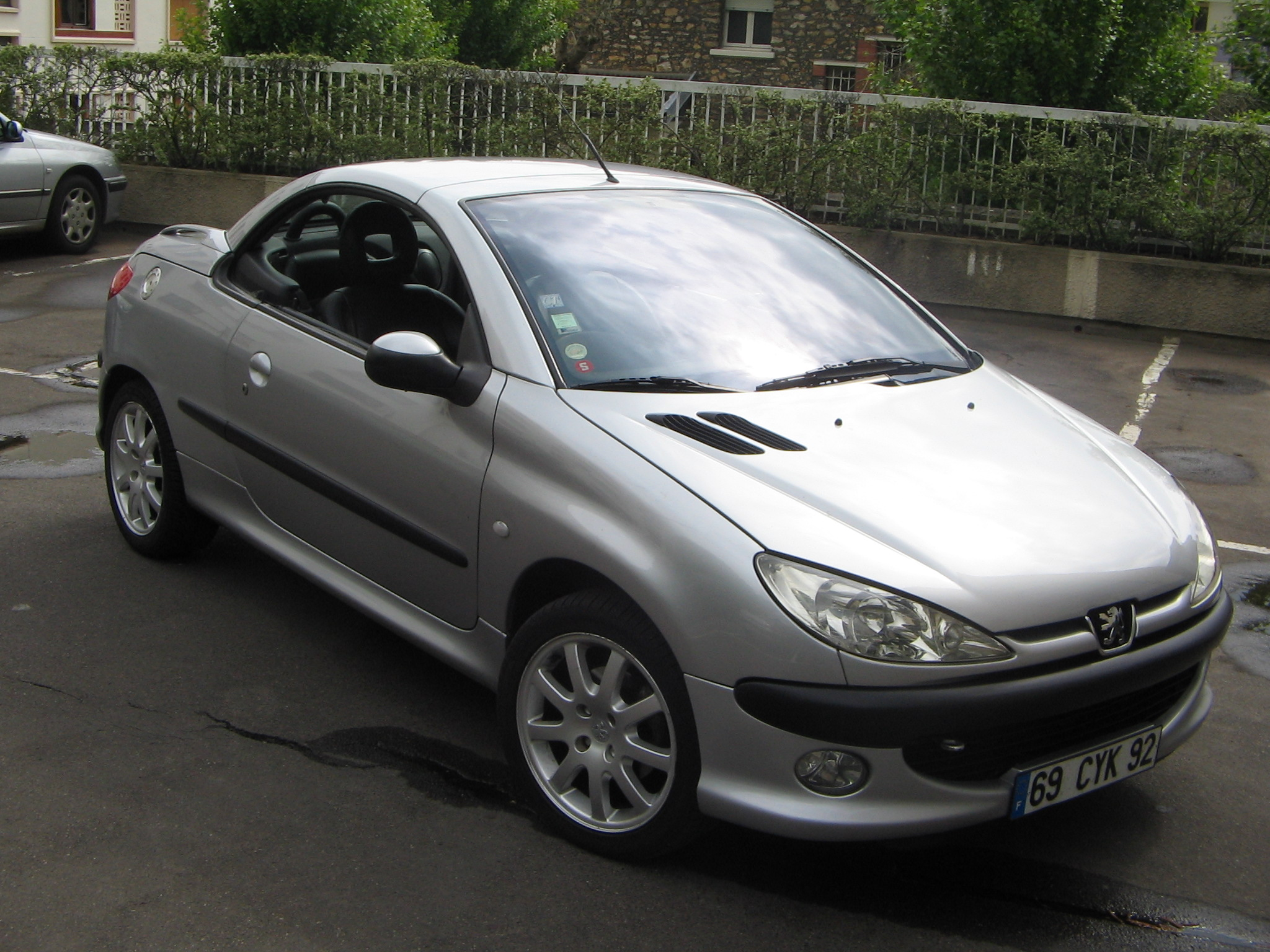 voiture occasion peugeot 206 cc de 2001 97 000 km. Black Bedroom Furniture Sets. Home Design Ideas