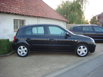 voiture occasion renault clio de 2003 90 000 km. Black Bedroom Furniture Sets. Home Design Ideas