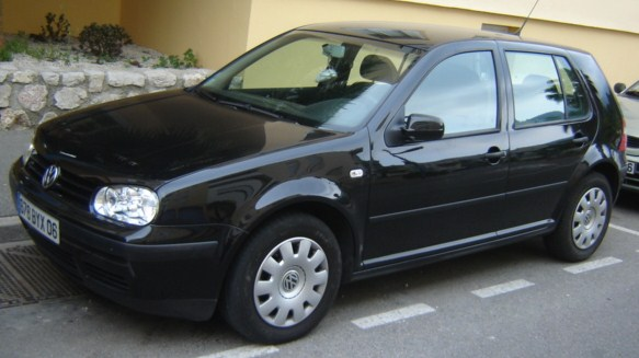 voiture occasion volkswagen golf iv de 2004 93 000 km. Black Bedroom Furniture Sets. Home Design Ideas