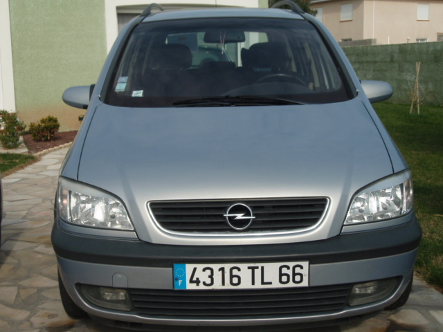 voiture occasion opel zafira de 2002 125 200 km. Black Bedroom Furniture Sets. Home Design Ideas