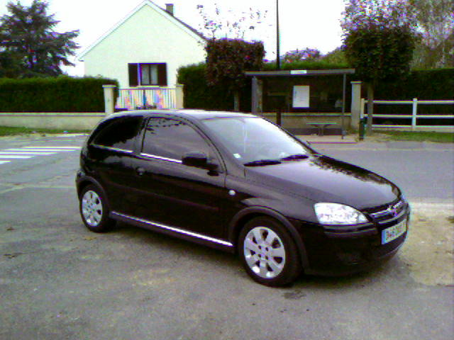 voiture occasion opel corsa de 2004 116 000 km. Black Bedroom Furniture Sets. Home Design Ideas