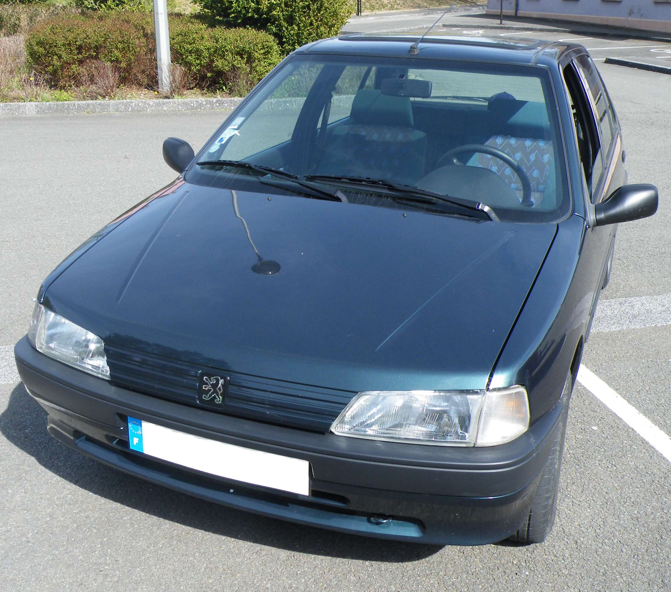 voiture occasion peugeot 106 de 1996 60 650 km. Black Bedroom Furniture Sets. Home Design Ideas