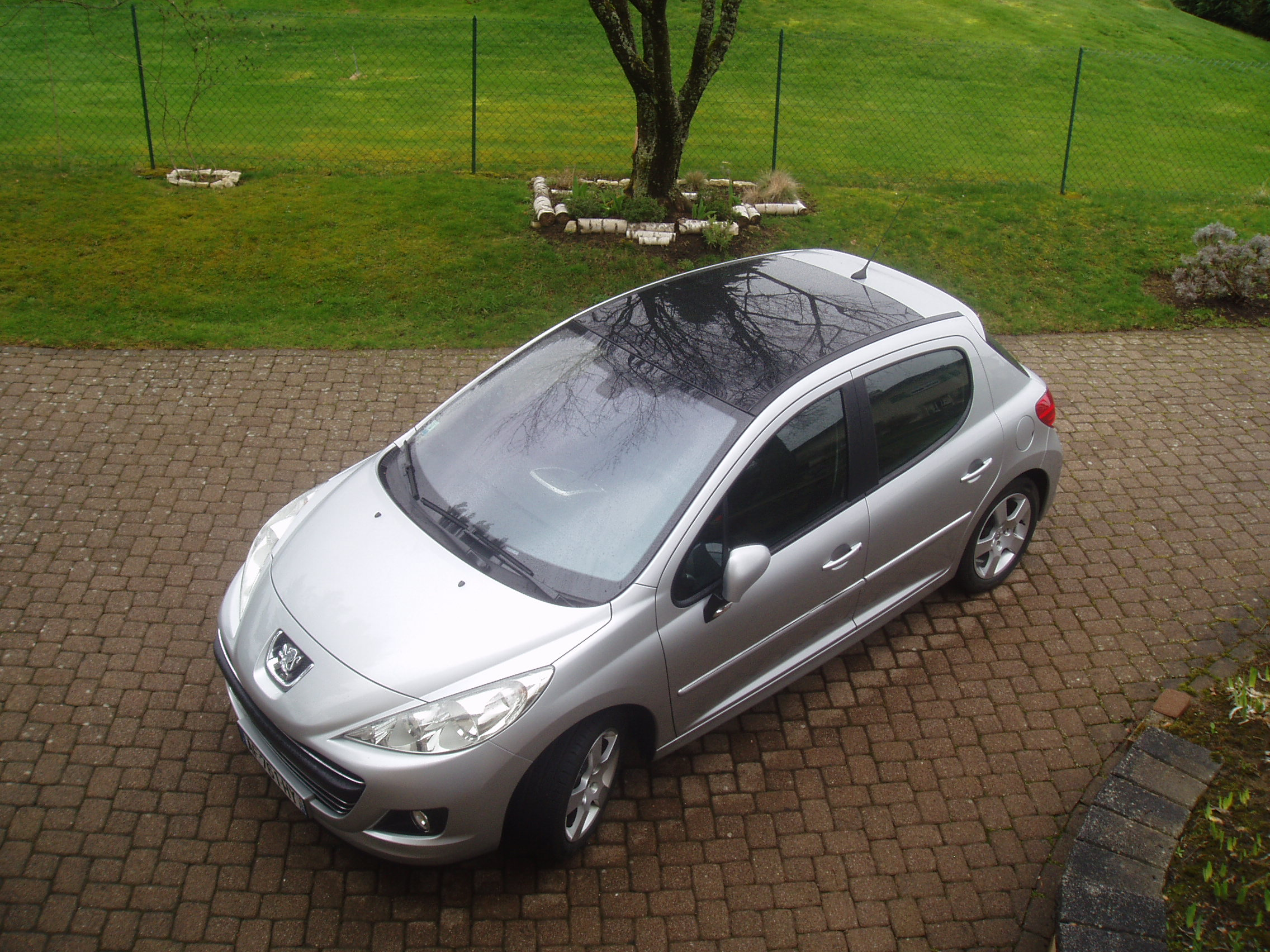 voiture occasion peugeot 207 de 2009 7 800 km. Black Bedroom Furniture Sets. Home Design Ideas