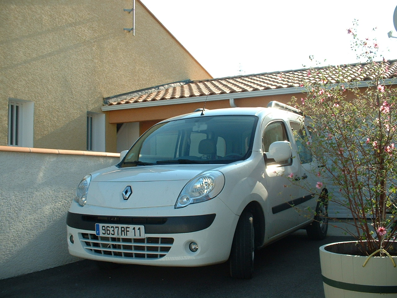 voiture occasion renault kangoo de 2008 33 500 km. Black Bedroom Furniture Sets. Home Design Ideas