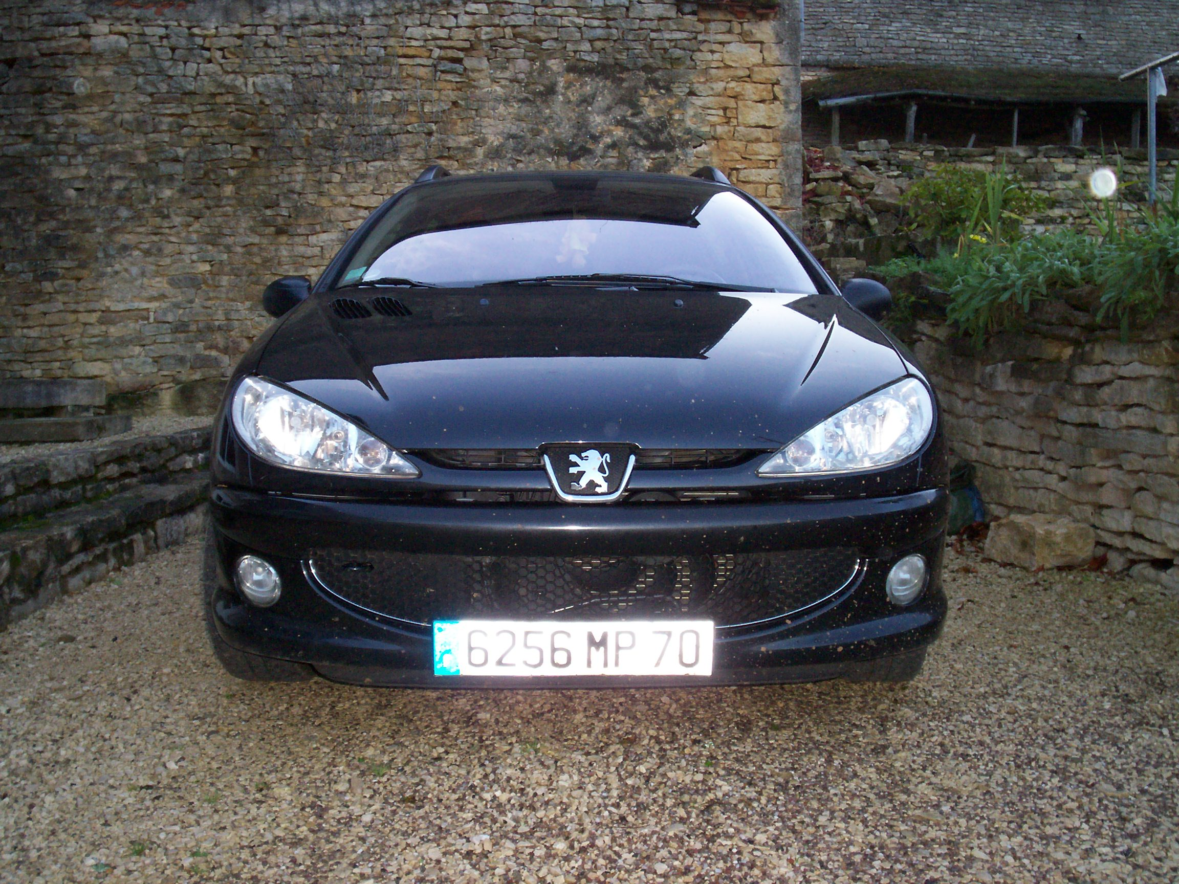 voiture occasion peugeot 206 de 2003 110 000 km. Black Bedroom Furniture Sets. Home Design Ideas