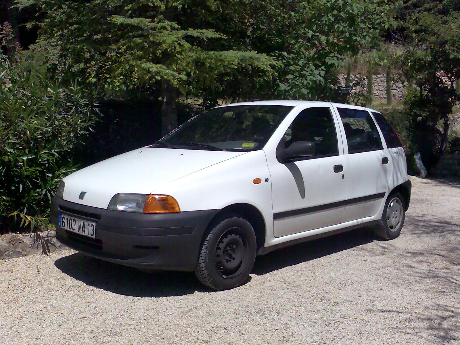 voiture occasion fiat punto de 1998 160 000 km. Black Bedroom Furniture Sets. Home Design Ideas